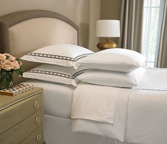 The Ritz Carlton Hotel Shops Diamond Border Linen Set