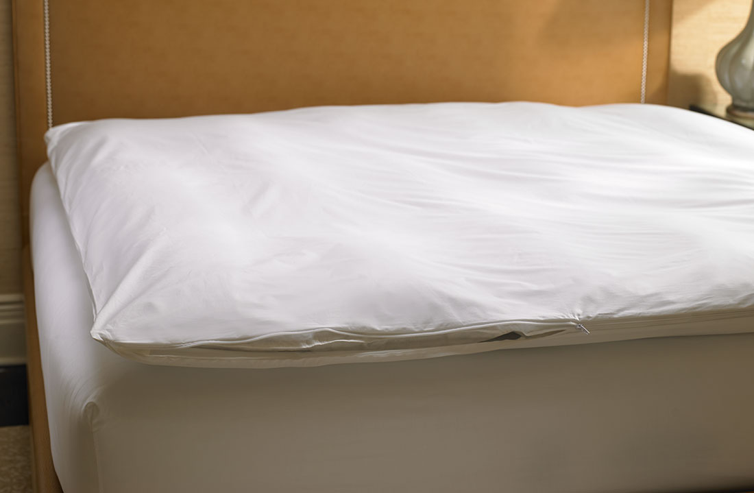 32594652e5adb Ritz-Carlton Hotel Shop - Featherbed - Luxury Hotel Bedding